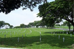 Photo of the rows of crosses at the Libingan ng mga Bayani.