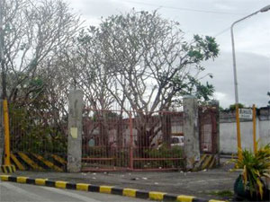 Photo of the gate of the Luzuriaga Cemetery