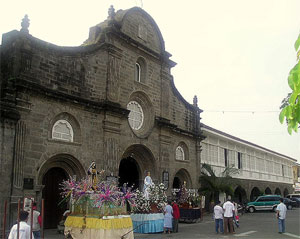 Facade of the Barasoain Church with some floats